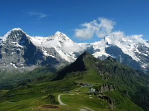 800px-Eiger,_Mönch_und_Jungfrau