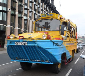674px-London_Duck_Tours_vehicle_on_Victoria_Embankment
