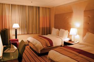 800px-Hotel-room-renaissance-columbus-ohio
