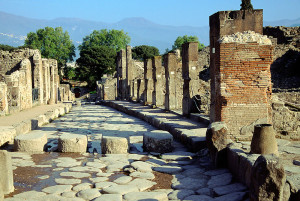 800px-Pompeii_-_Via_Stabiana_(4786640148)